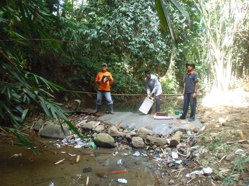 Sungai dibendung: air sungai dibendung