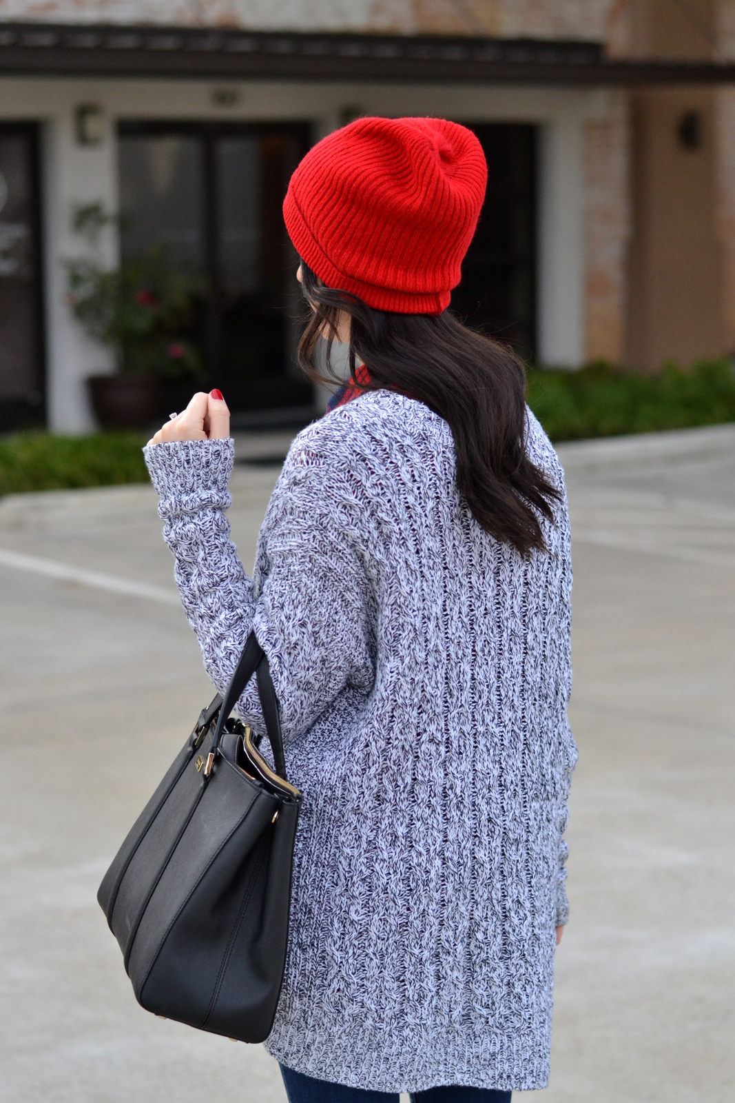 Chunky Knit Sweater_Boyfriend Beanie_Loose curls
