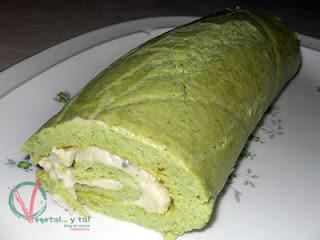 Brazo de brócoli y roquefort en la bandeja.