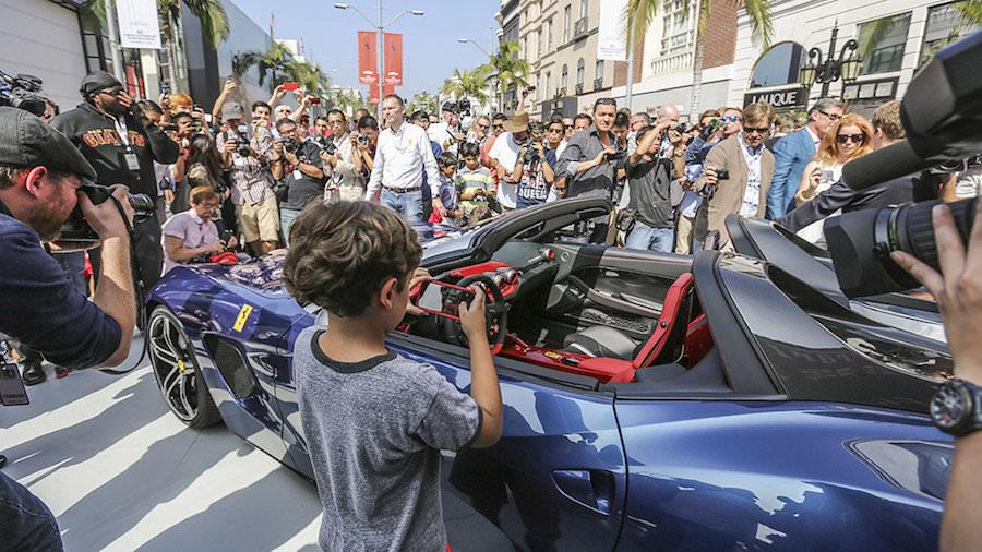 ギャラリーの前で披露された「フェラーリF60アメリカ」
