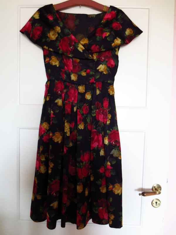 Vintageklänning siden crêpe satin blommig 1950-tal