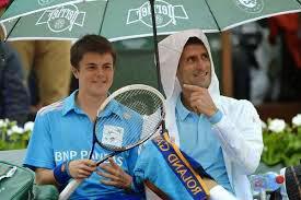 Djokovic sympathise avec un ramasseur de balles en plein match