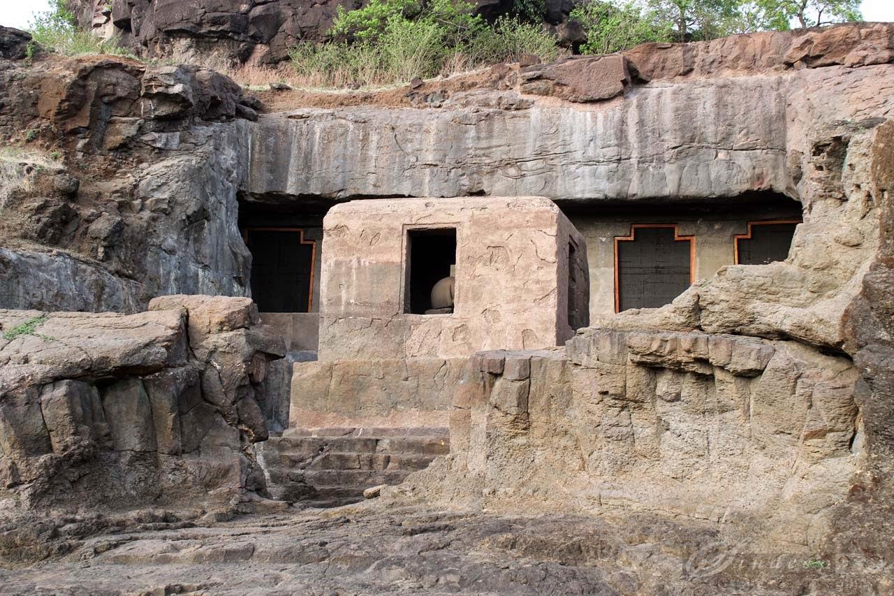 Neighboring cave 22