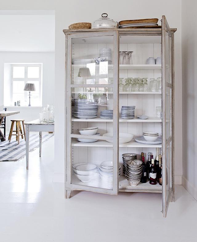 Tr s armarios vitrina de estilo vintage tr s studio for Vitrinas modernas para salon
