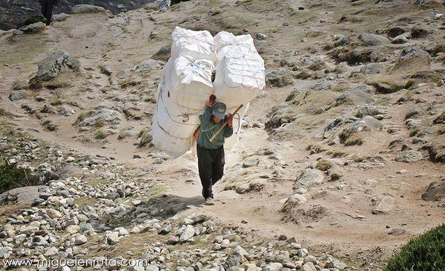 Sherpas-Everest-Himalaya