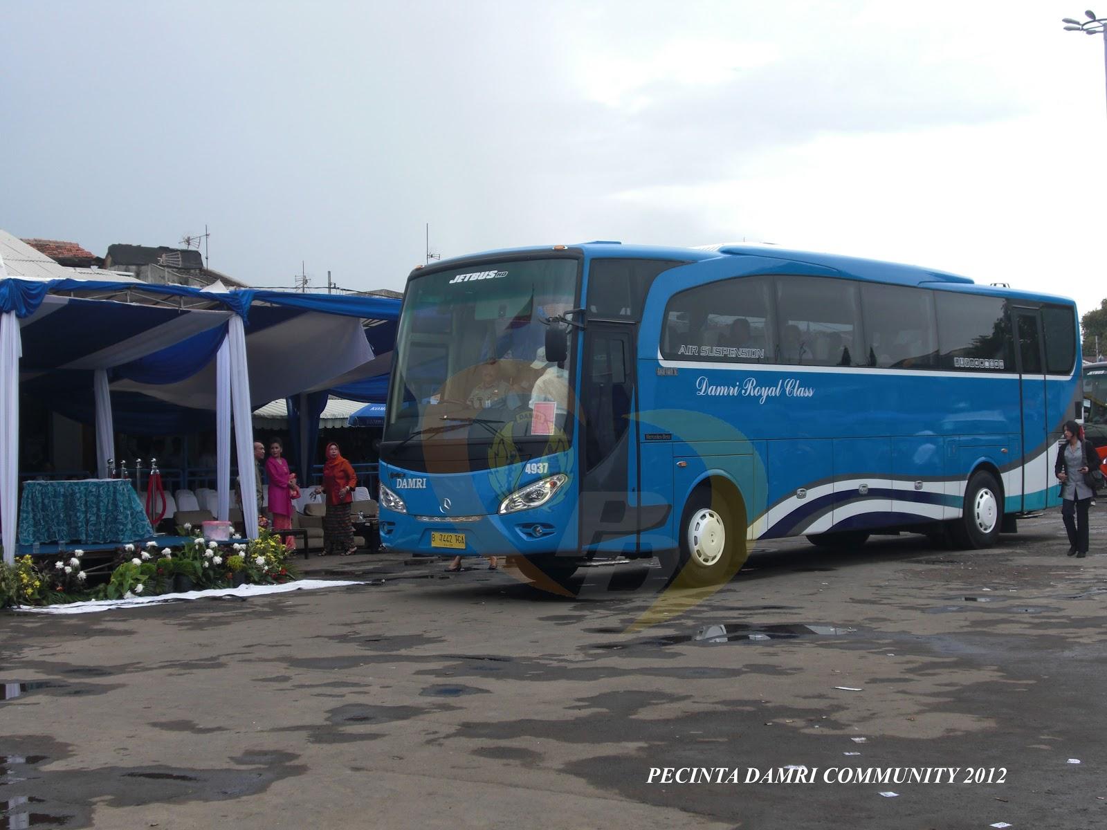Gambir (djakarta news)-selain taksi, saat ini belum ada angkutan umum yang cepat dan tepat untuk menuju bandara