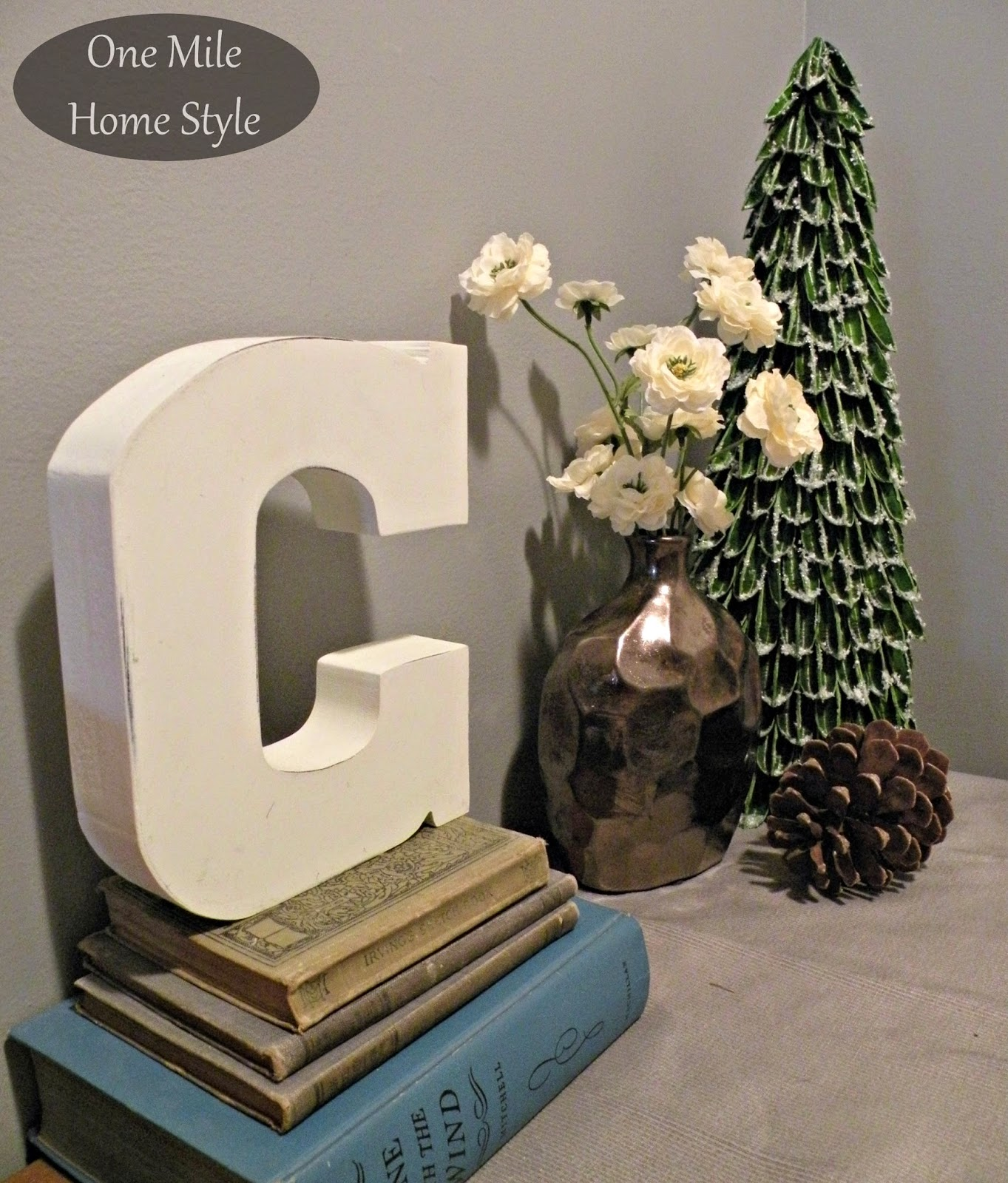 Entry table Christmas Vignette