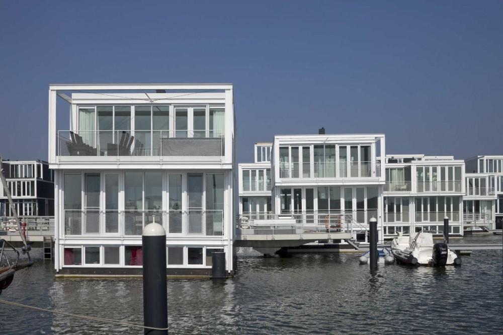 Dutch floating houses district amsterdam holland for Dutch real estate websites