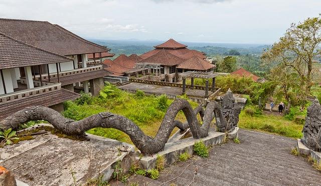 Hotel Tak Selesai Dibangun.