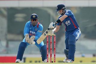 Joe-Root-Dhoni-3rd-ODI-v-ENGLAND-2013