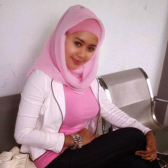 cewek jilbab pink cantik