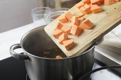 Un soltero en la cocina lentejas al curry con batata for Un soltero en la cocina