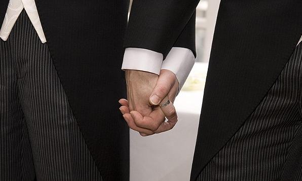 Pasangan Gay China Menang Pertandingan Kahwin