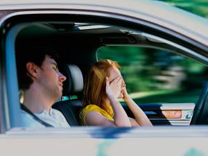 La luz azul te espabila para conducir igual que un café Conducir