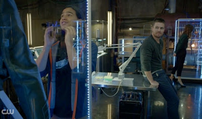 Cisco Carlos Valdes Arrow Stephen Amell Flash pics screencaps