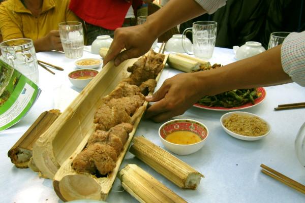 Độc đáo ẩm thực nấu ống lồ ô Kon Tum