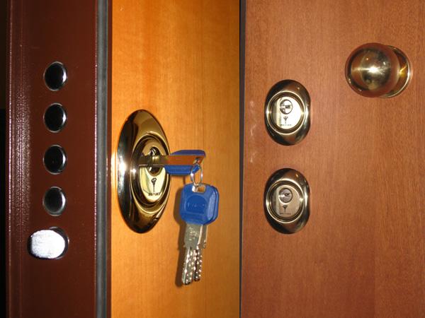 Aggiungere serratura a porta blindata fabbro pronto - Serrature per porte blindate ...