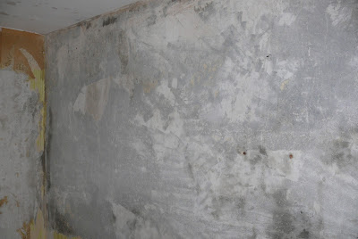 Dobry sposób na usunięcie starej tapety ze ściany.
