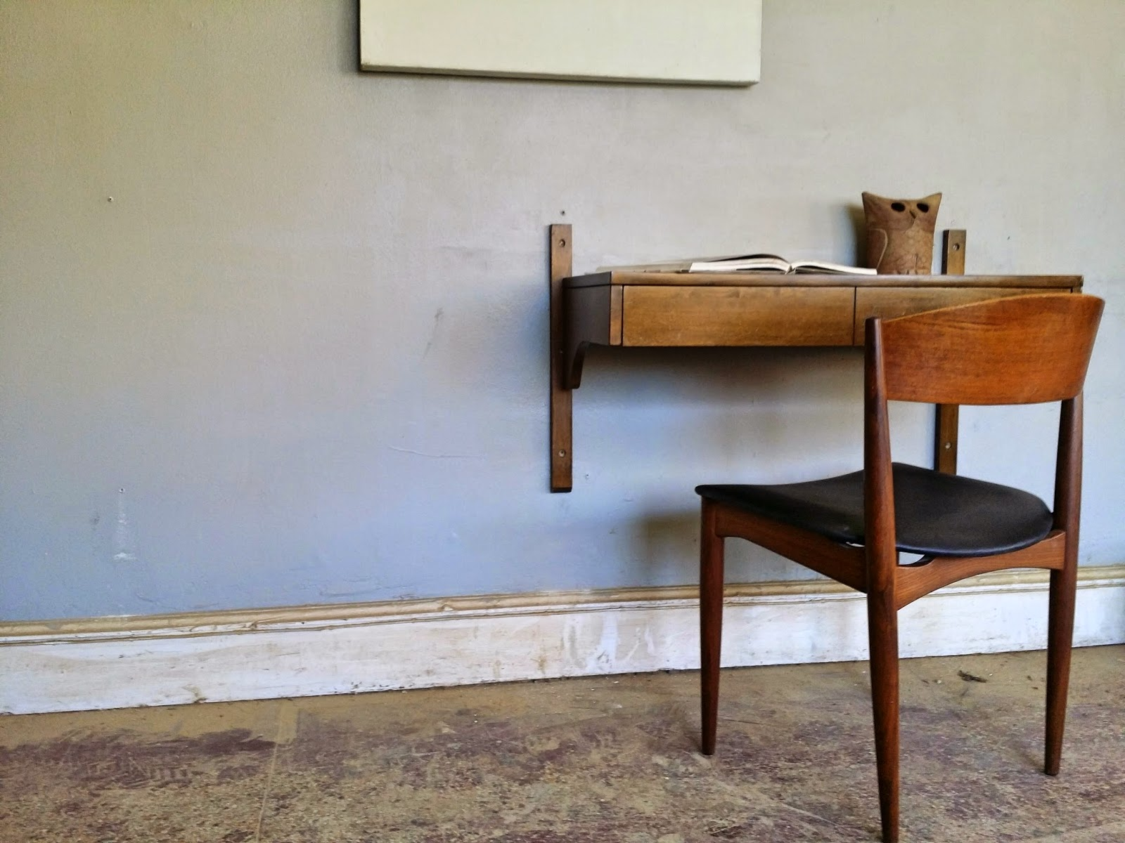 Vintage Ground Mid Century Floating Table Desk