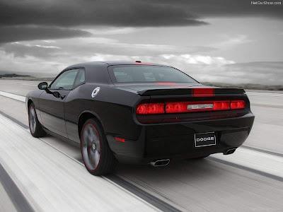 2012_Dodge_Challenger_Rallye_Redline_Rear_angle