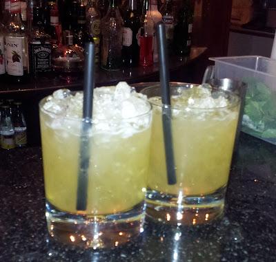 Cocktails, Amaretto Sour, Almond