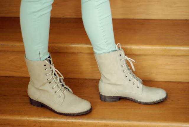 deashop, boots, beige, beżowe, buty, botki, workery, deezee, miętowe, spodnie, zara