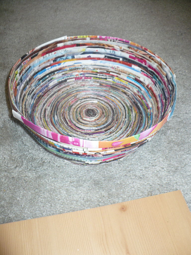 How to recycle magazine bowl tutorial for How to recycle old magazines