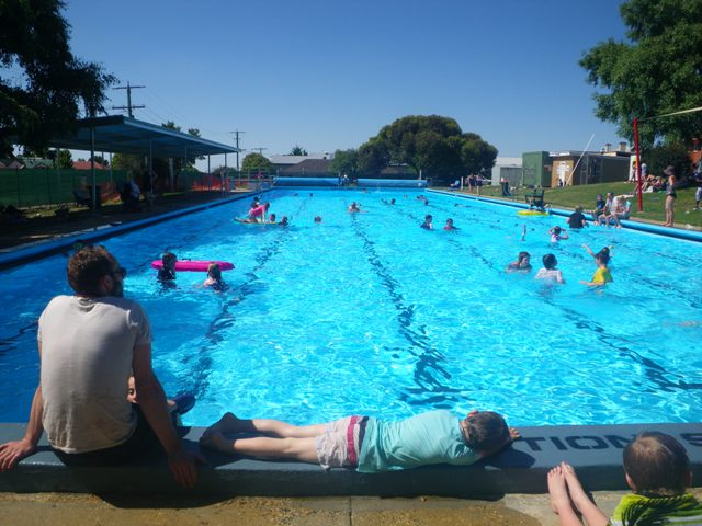 Swimming Pool Stories Country Towns The Castle And Chewton Pool
