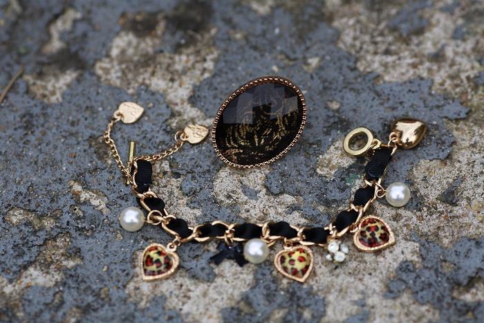 aldo, velký černý prsten, krajkový detail, levný náramek
