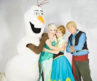 Santa Cruz Shopping apresenta o musical 'Show congelante' na chegada do Papai Noel