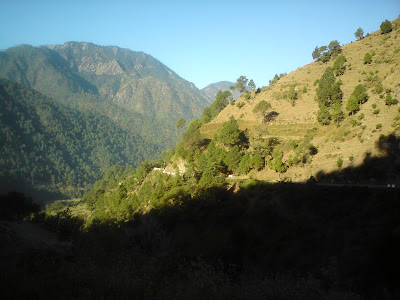 Clear blue sky and scenic surroundings in the Himalyas in Birahi