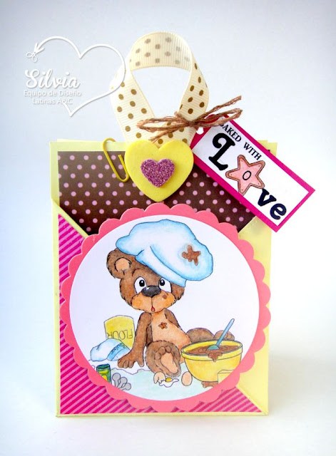 http://silvia-scrap.blogspot.com/2015/08/tutorial-41-en-latinas-arts-and-crafts.html
