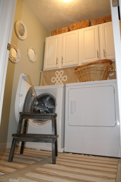 Laundry room decorating accessories home design for Decorate a laundry room