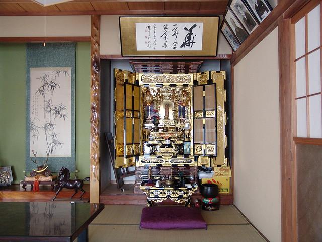 mon petit japon le butsudan la maison de bouddha. Black Bedroom Furniture Sets. Home Design Ideas