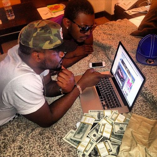 Jude Okoye Displays Dollars to buy a new ride chiomaandy.com