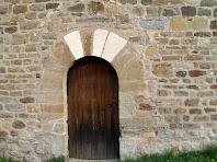 Portal d'entrada adovellat de Sant Miquel de Vilageriu