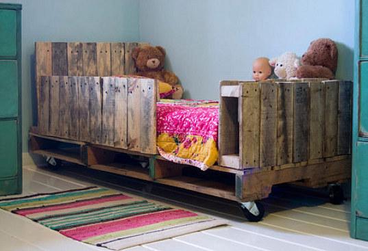 Cama para ni o hecha de palets for Base de cama hecha con tarimas