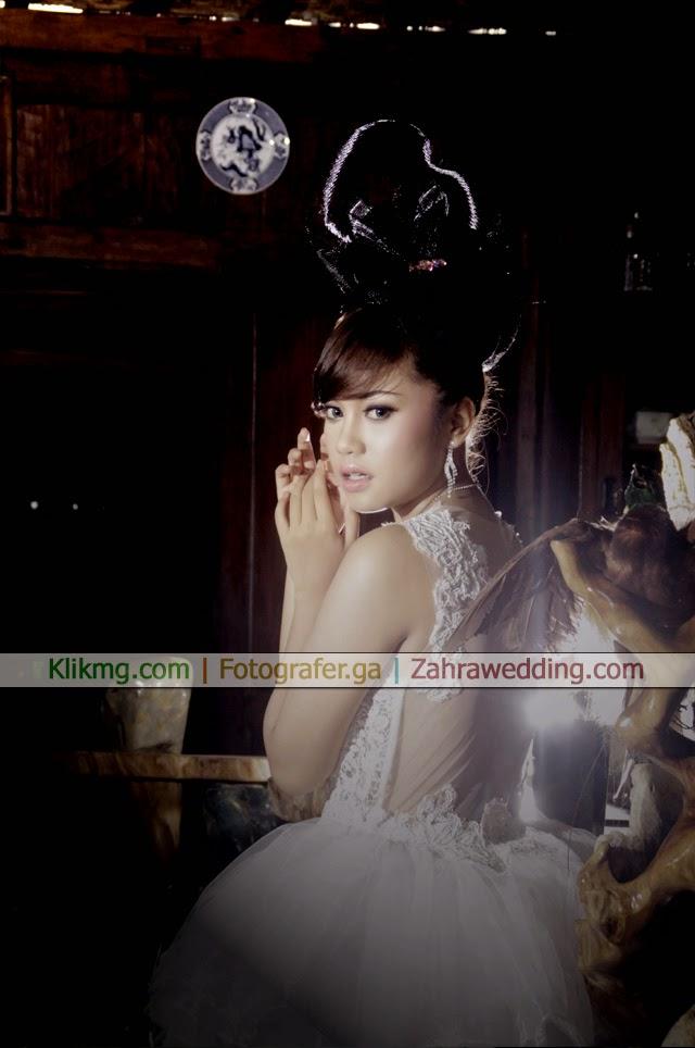 Make Up Hijab Elegan & Wedding Bridal Karya Zahrawedding.com   Fotografer : Klikmg.com Fotografi Purwokerto