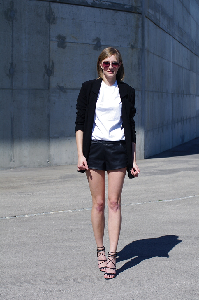 leather shorts outfit, lace up heels, black blazer, blogger style, minimalist, classic look