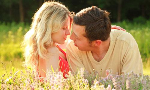 5 Tips for Choosing Your Honeymoon Destination man woman couple relation love romance