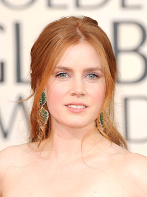 Amy Adams shows off a casual chic style with loosely pinned back sections and wispy front pieces.