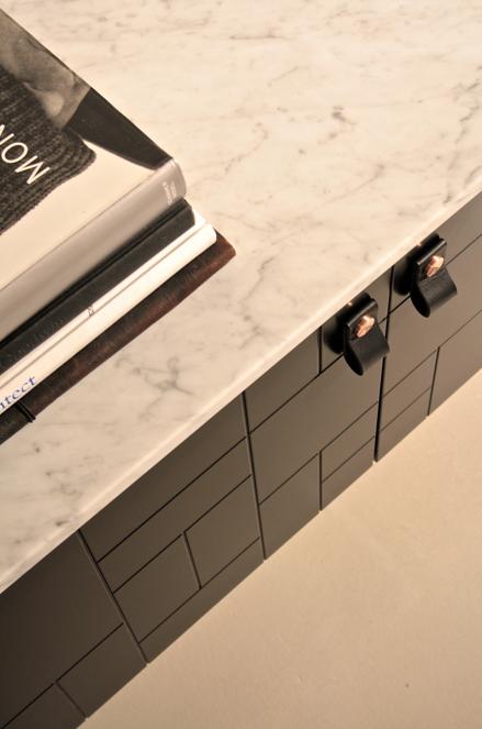 Kok Svarta Luckor : kok svarta luckor  Detta sideboard i log variant med svarta kaxiga