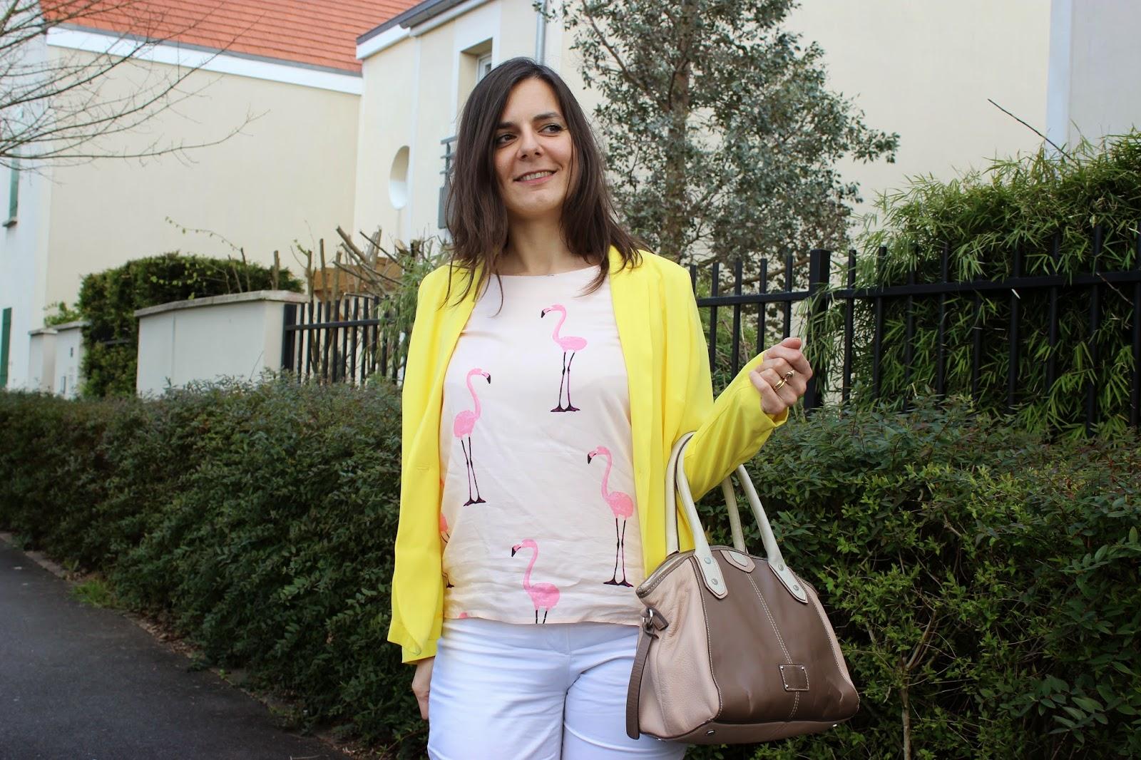 veste jaune balsamik, top flamant rose H et M, sac clarks, défimorphoweek