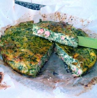 frittata con spinaci, prosciutto cotto e primo sale