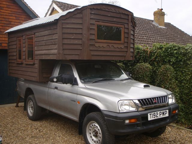 Handmade Matt Demountable Camper Van 4 X 4 Pick Up Truck