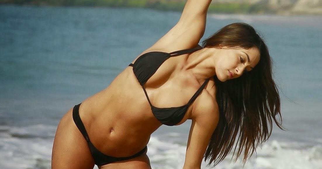 Nikki Bella Sexy Bikini
