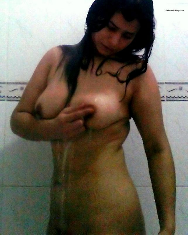 Teenage Girl Boob Show While Bathing Hot Teen Nude
