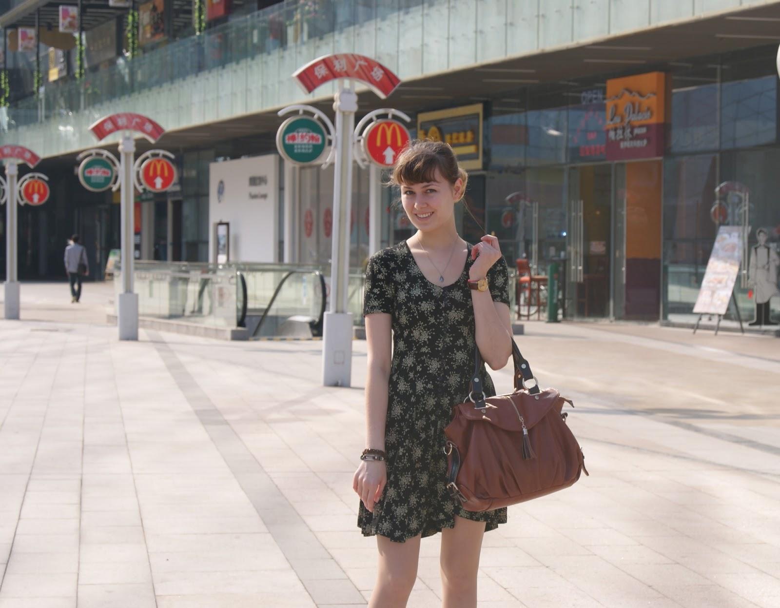 Японки в платье на ветру фото 8 фотография