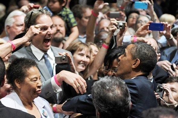 9 graciosas fotos de políticos encontrándose con sus mayores fans