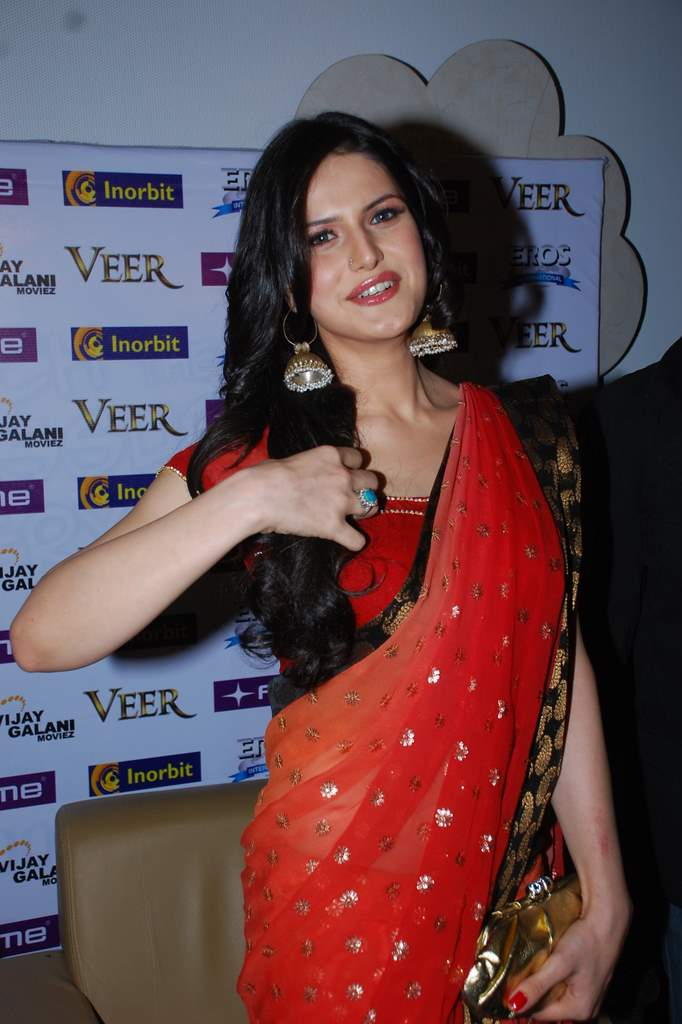 Zarine Khan Sizzling Hot In A Red Saree At The Veer Movie Promotion